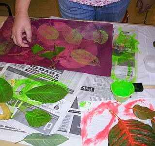 printing with dye-dipped leaves on fabric